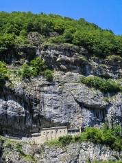Chapelle-du-Scex-vue-dans-la-falaise
