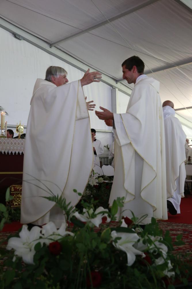 9-salutation fraternelle Daniel Ange