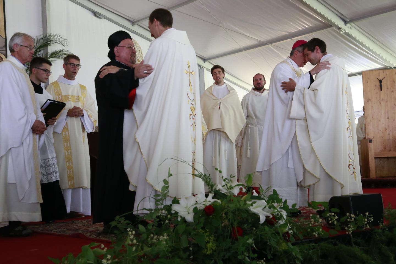 8-salutation fraternelle Mgr Nassar